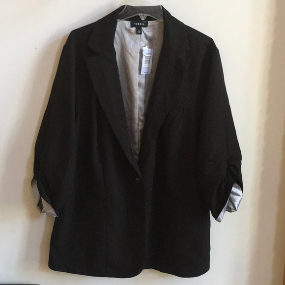 torrid Jackets & Blazers - TORRID Ruched Roll Sleeve Blazer NWT Size 4X/26-28